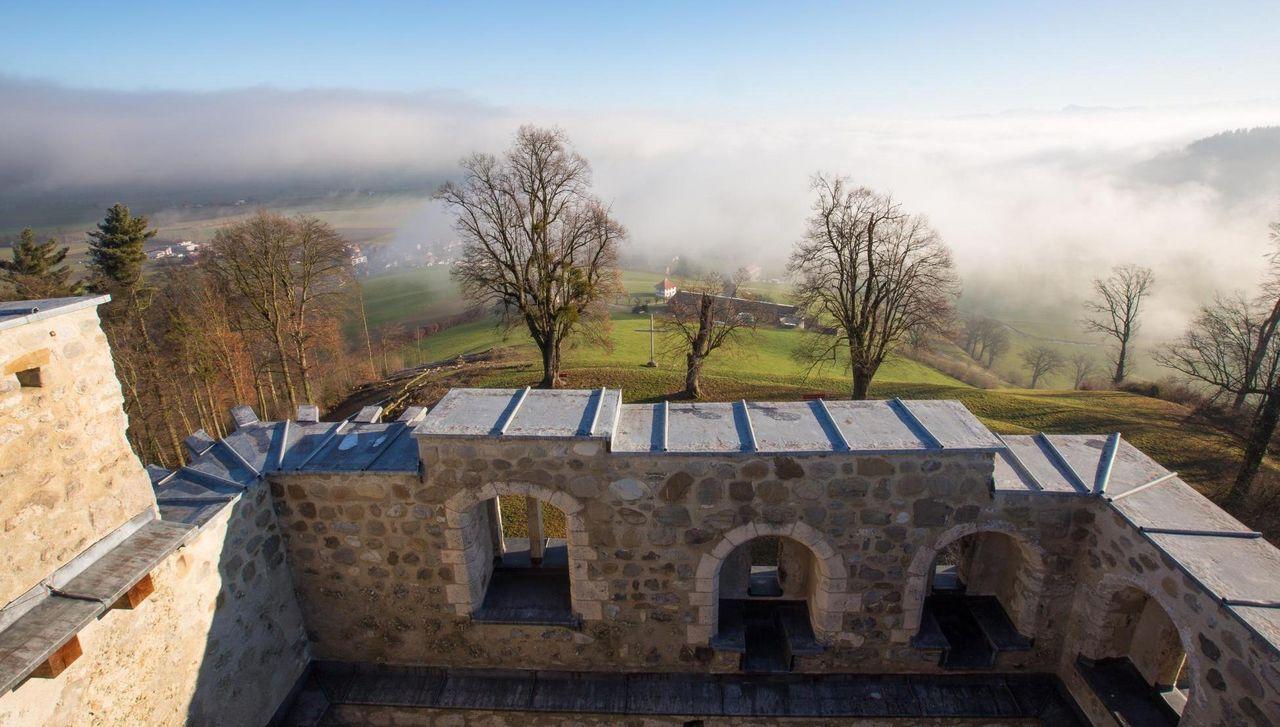 Kastelen- die Burgruine mit der fantastischen Aussicht